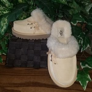 UGG BEACHWOOD SLIPPERS